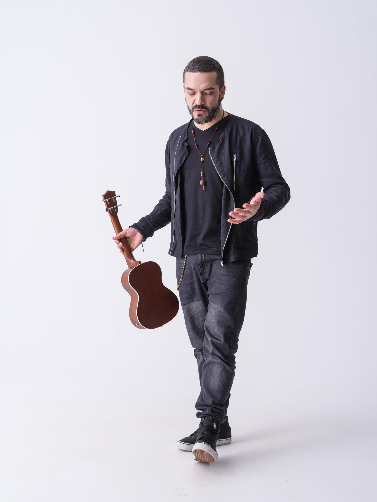 live acoustic adrian despot și concert dayday, la animusic night Live acoustic Adrian Despot și concert DayDay, la Animusic Night Despot